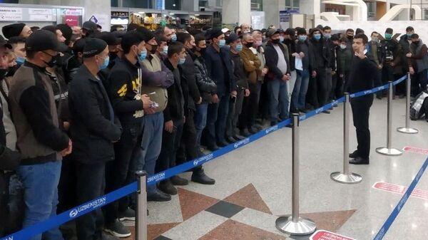 Около 200 мигрантов из Узбекистана отправились на работу в Амурскую область - Sputnik Узбекистан