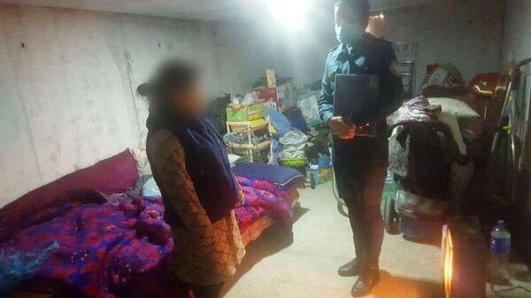 Жительница Ташкента вынуждена была поселиться с двумя детьми в подвале из-за проблем с мужем - Sputnik Узбекистан