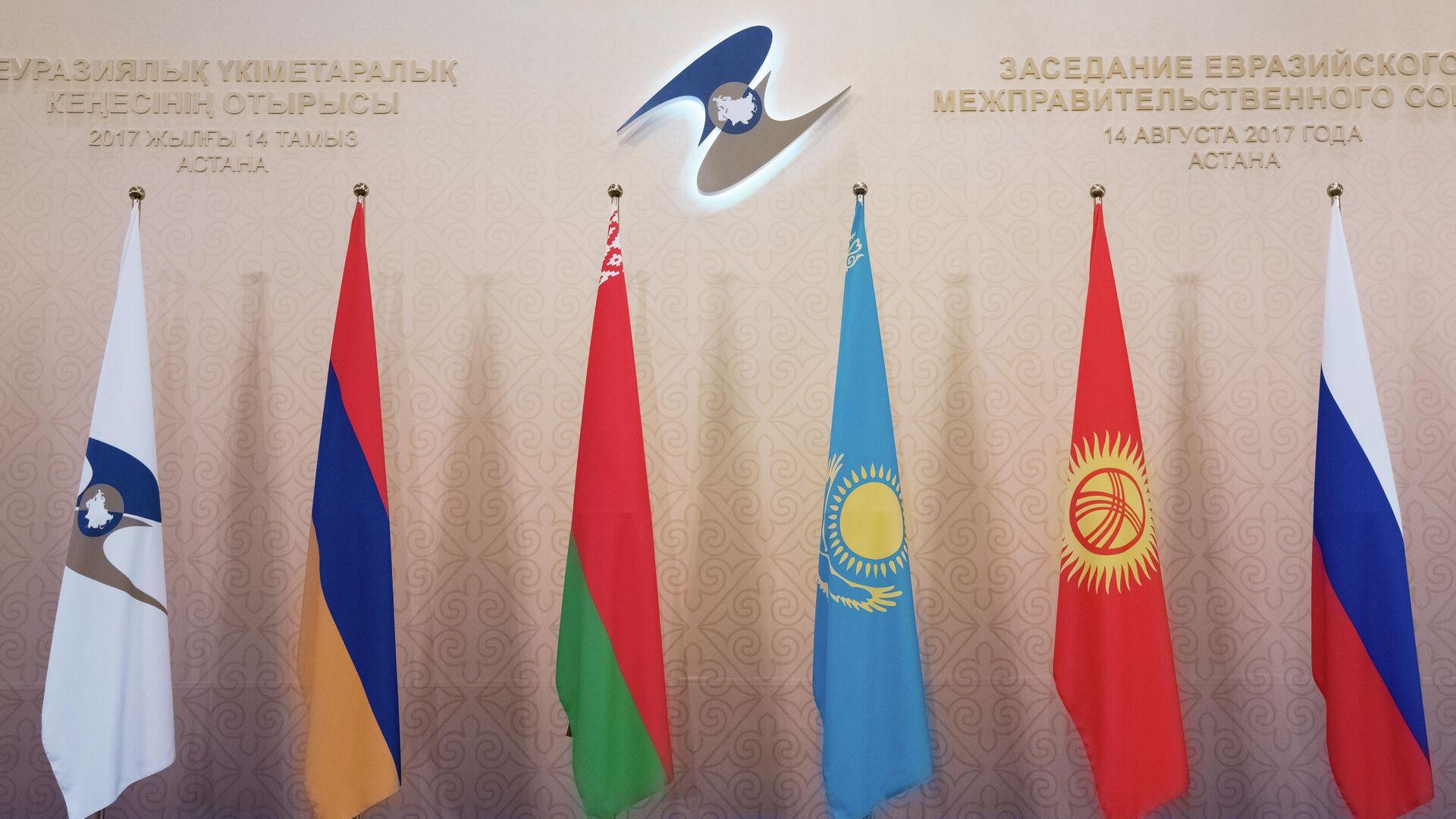 Flagi YEEAS - Sputnik Oʻzbekiston, 1920, 01.09.2021