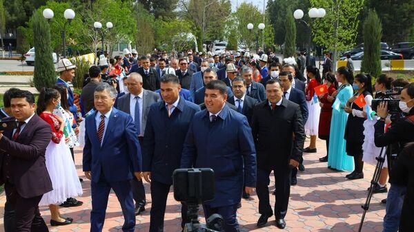 Делегация Кыргызстана прибыла в Наманганскую область - Sputnik Узбекистан
