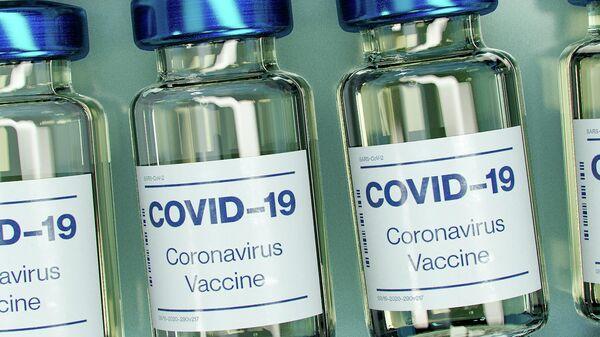 Бутылочки с вакциной от коронавируса. Иллюстративное фото - Sputnik Узбекистан