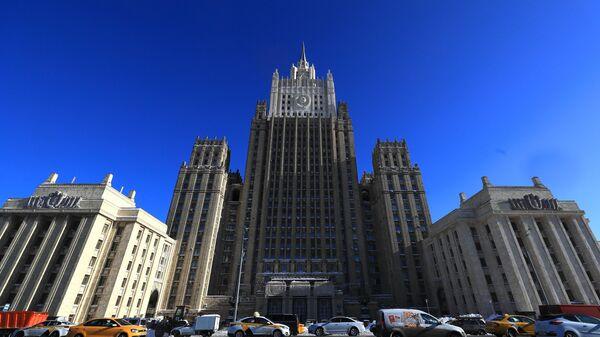 Здание Министерства иностранных дел РФ на Смоленской-Сенной площади в Москве - Sputnik Ўзбекистон