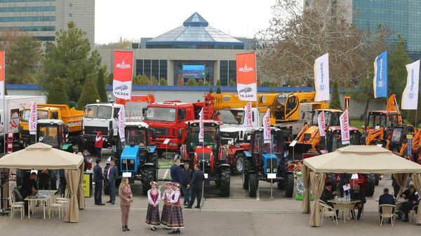 Открытие белорусской экспозиции Made in Belarus на промышленной выставке Иннопром. Промышленная неделя в Узбекистане - Sputnik Ўзбекистон