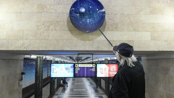 Вход на станцию Космонавтов в Ташкентском метро - Sputnik Ўзбекистон