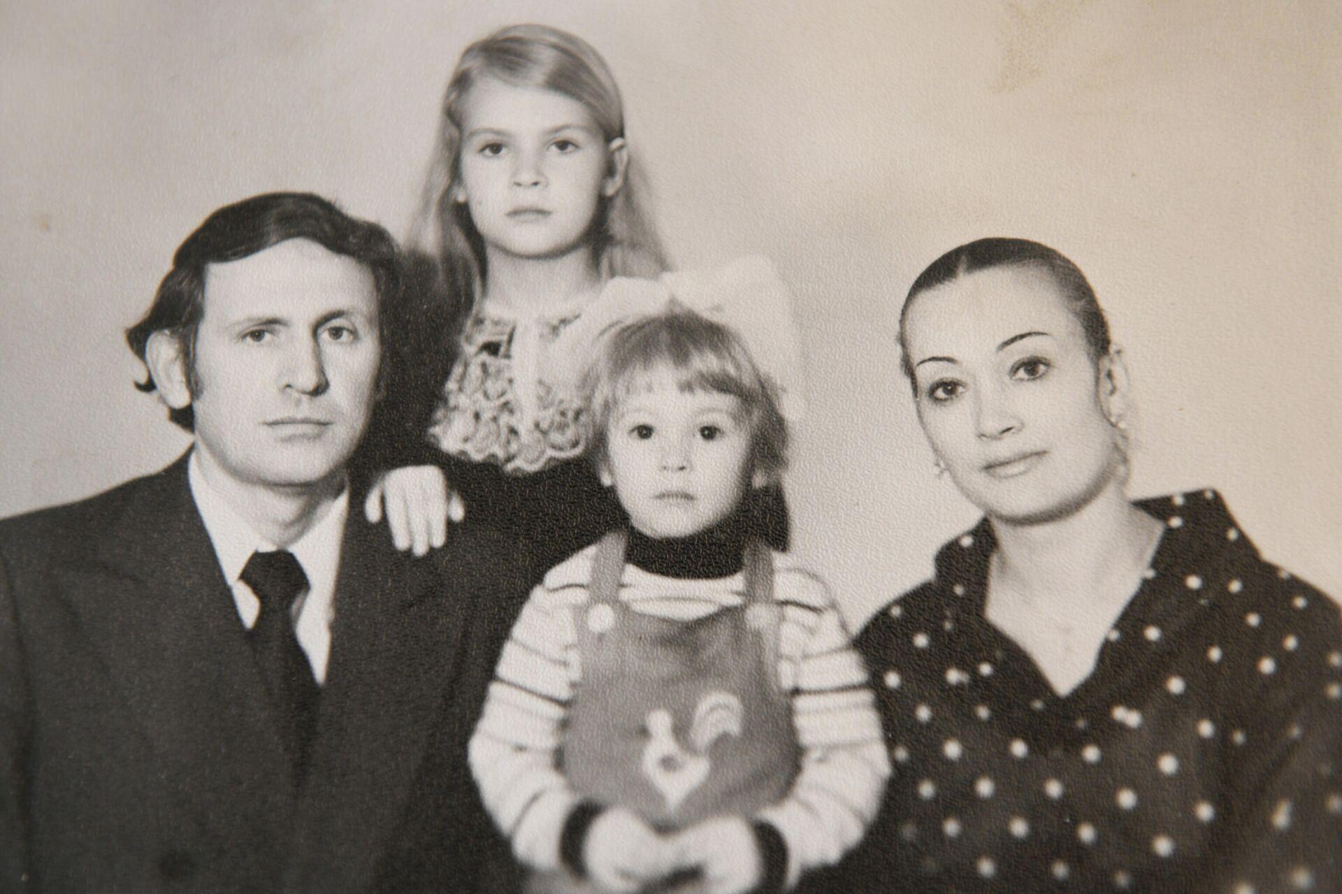 Sergo Sutyagin so svoyey semyey - Sputnik Oʻzbekiston, 1920, 28.07.2021