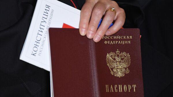 Паспорт гражданина РФ и Конституция РФ - Sputnik Узбекистан