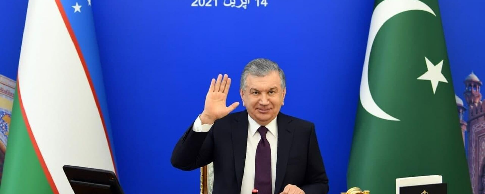 Шавкат Мирзиёев приветствует  Имрана Хана на саммите в режиме видеосвязи - Sputnik Узбекистан, 1920, 14.04.2021