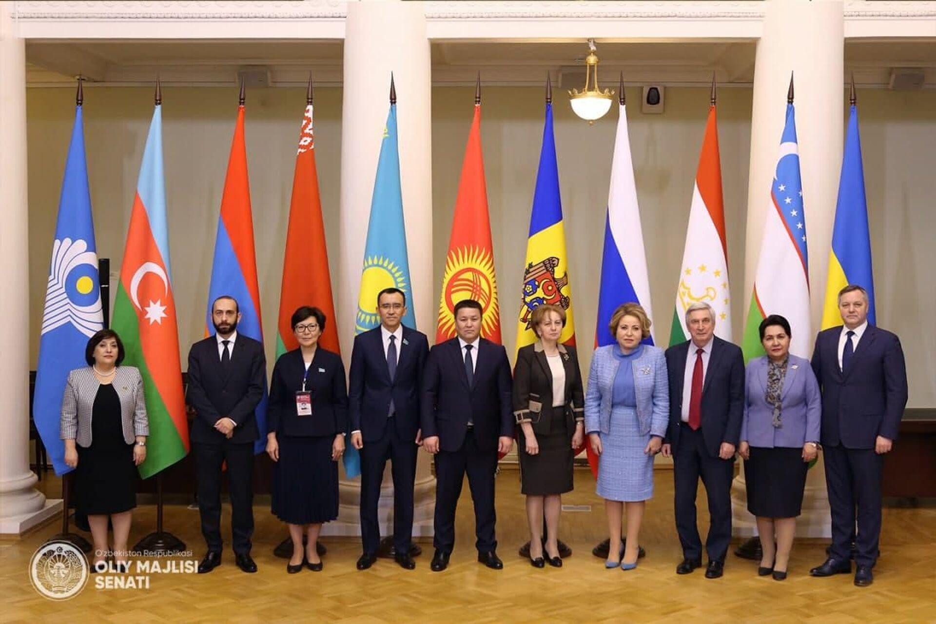Участники заседания Совета МПА СНГ, состоявшегося в Санкт-Петербурге 15 апреля 2021 года - Sputnik Узбекистан, 1920, 16.04.2021