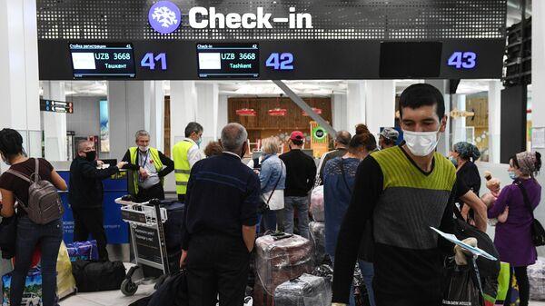 Граждане Узбекистана в аэропорту - Sputnik Ўзбекистон