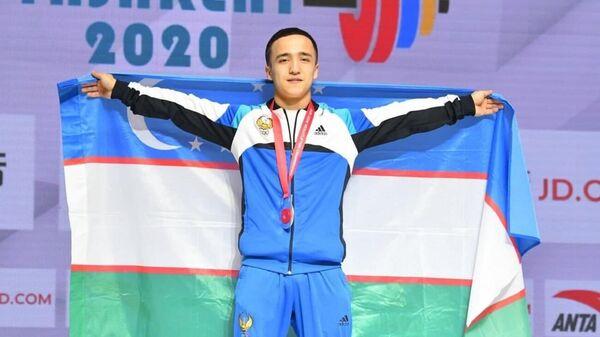 Огабек Нафасов завоевал серебряную медаль на чемпионате Азии по тяжелой атлетике - Sputnik Ўзбекистон