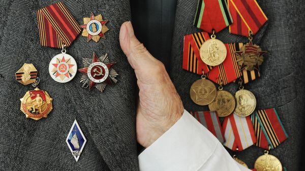 Боевые награды и юбилейные медали ветерана Великой Отечественной войны - Sputnik Узбекистан