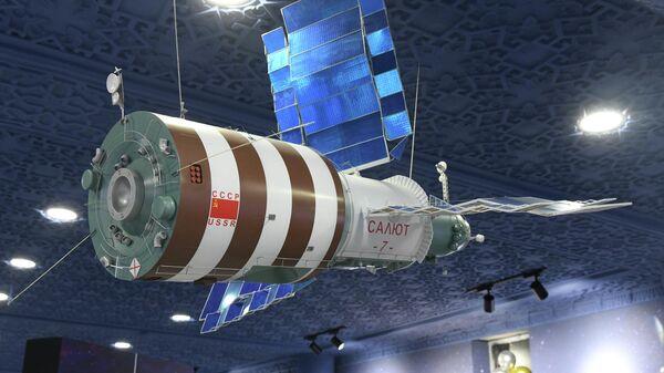 Открытие музея авиации и космонавтики в г. Гагарин Джизакской области - Sputnik Узбекистан