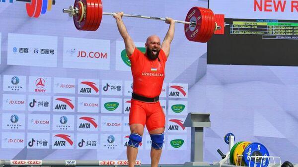 В спортивном комплексе Юнусабад завершились выступления тяжелоатлетов в весовой категории -109 кг - Sputnik Узбекистан