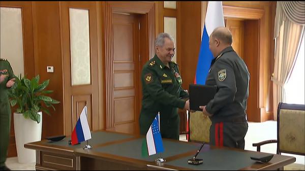 Сергей Шойгу и Баходир Курбанов подписали программу стратегического военного сотрудничества до 2025 года - Sputnik Узбекистан