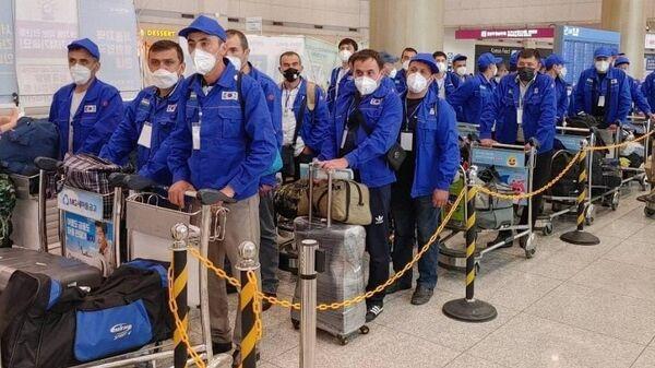 Трудовые мигранты из Узбекистана в Корее - Sputnik Узбекистан