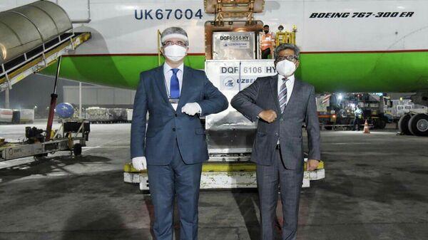 Узбекистан направил гуманитарную помощь в Индию для борьбы с COVID-19 - Sputnik Узбекистан