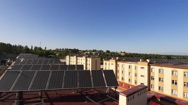 В Намангане на крышах 4-х домов, где расположены 96 квартир, установлены солнечные панели - Sputnik Узбекистан