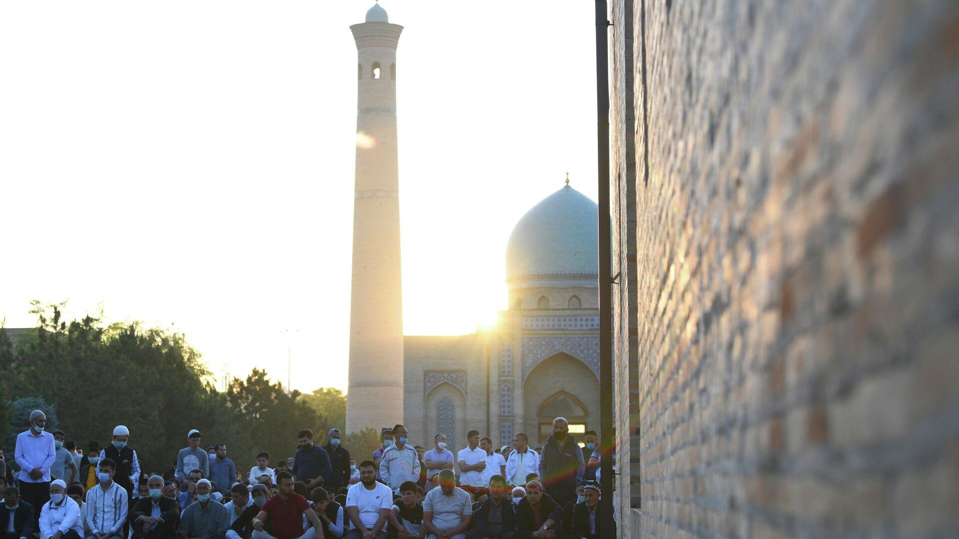С восходом солнца начинается Хайит намаз - Sputnik Узбекистан, 1920, 13.07.2021