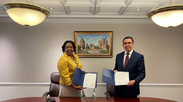 Подписание Совместного коммюнике об установлении дипломатических отношений между Республикой Узбекистан и Содружеством Доминики - Sputnik Узбекистан