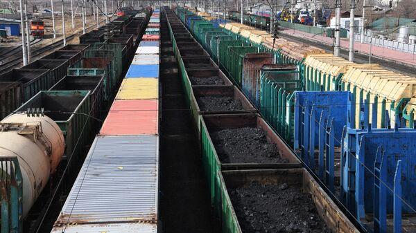 Товарные поезда с углем - Sputnik Узбекистан