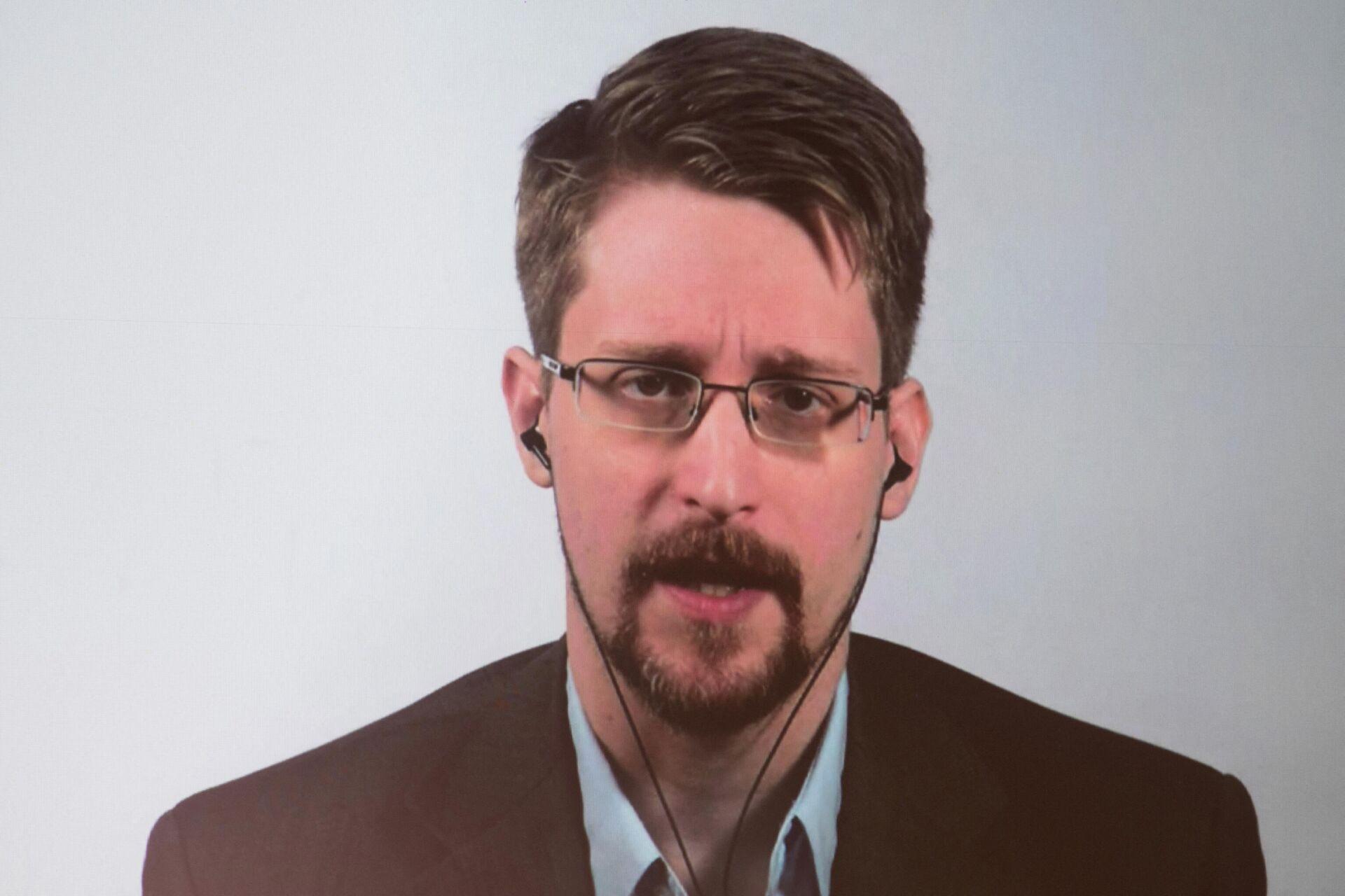 Эдвард Сноуден - Sputnik Узбекистан, 1920, 25.05.2021