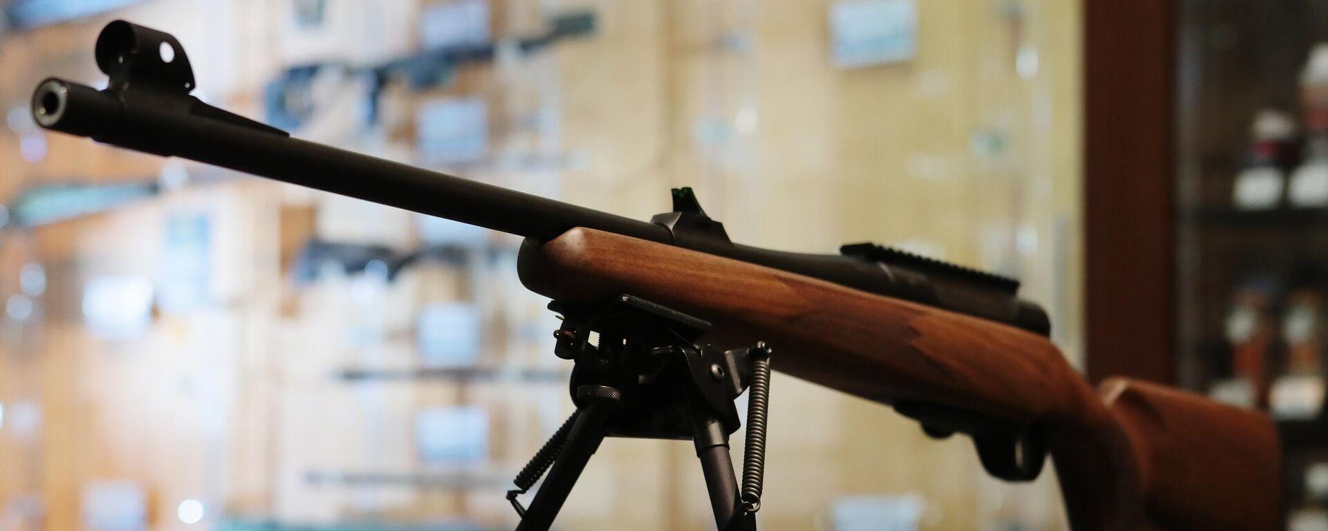 Ружье в оружейном магазине - Sputnik Узбекистан, 1920, 29.05.2021