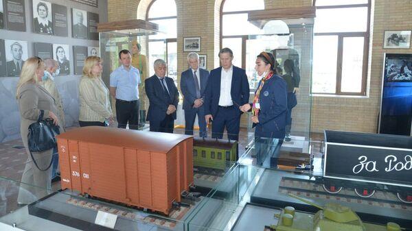 Делегация Минздрава России во главе с Михаилом Мурашко посетила парк Победы в Ташкенте - Sputnik Узбекистан