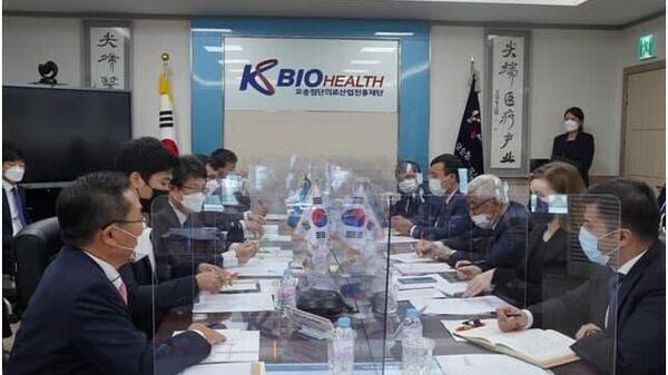 Делегация узбекский медиков в Южной Корее - Sputnik Узбекистан