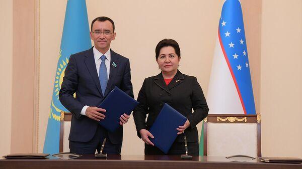 Спикеры сенатов Узбекистана и Казахстана Танзила Нарбаева и Маулен Ашимбаев - Sputnik Узбекистан