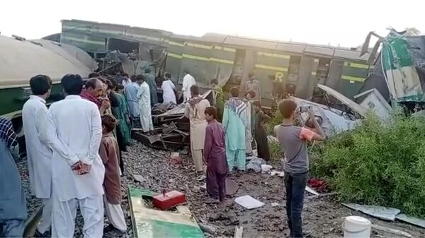 В Пакистане при столкновении поездов погибли 32 человека - Sputnik Ўзбекистон