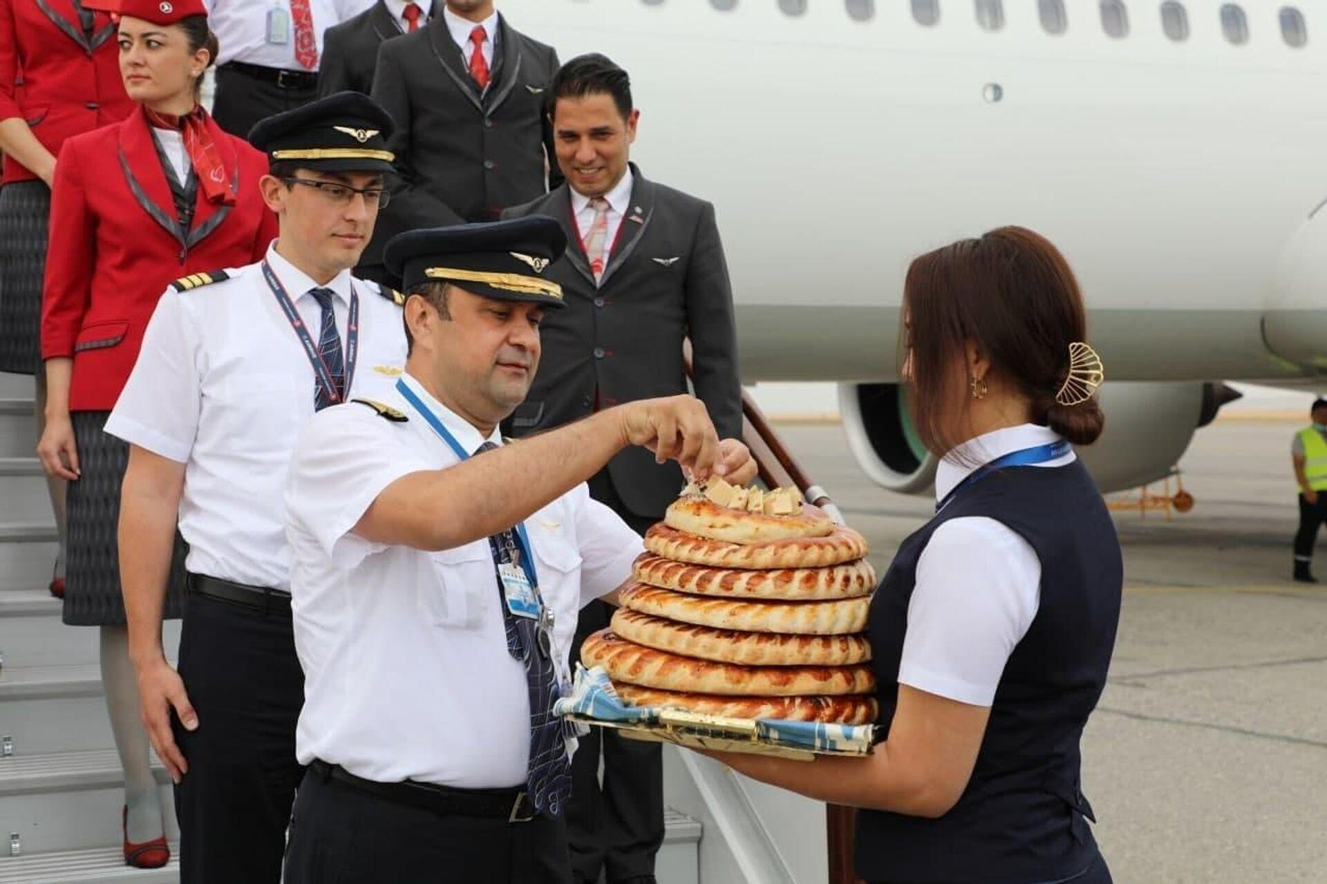 Авиакомпания Turkish Airlines совершила первый рейс из Стамбула в Фергану. - Sputnik Ўзбекистон, 1920, 08.06.2021