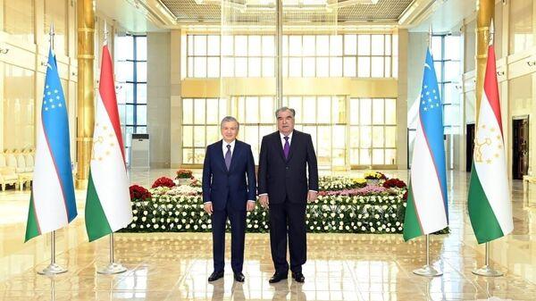 Tseremoniya vstrechi prezidenta Uzbekistana Shavkata Mirziyoyeva v aeroportu Dushanbe - Sputnik Oʻzbekiston