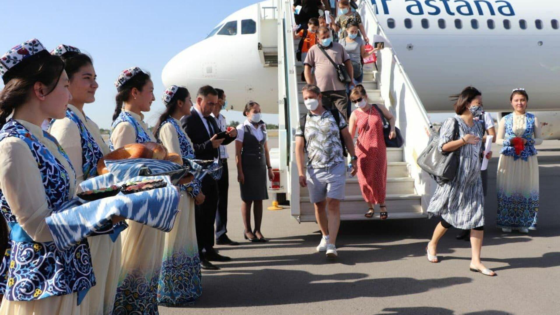 Встреча самолета Air Astana в аэропорту Самарканда - Sputnik Узбекистан, 1920, 09.06.2021