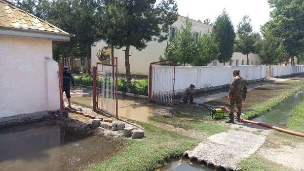 В Сурхандарьинской области затопило туберкулезный диспансер - Sputnik Узбекистан