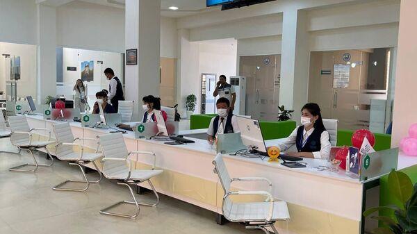 Новый инклюзивный Центр госуслуг в Дехканабаде открыл свои двери для посетителей - Sputnik Ўзбекистон