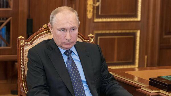 Президент РФ В. Путин встретился с директором ФСВТС России Д. Шугаевым - Sputnik Узбекистан