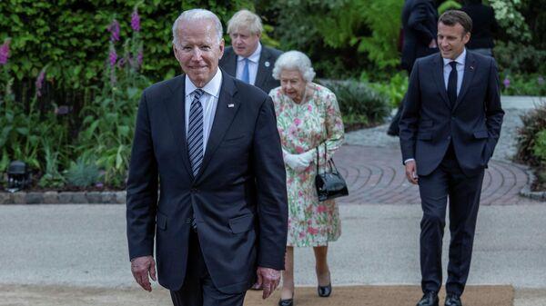 Президент США Джо Байден нарушил королевский протокол на саммите Группы семи (G7) в британском Корнуолле  - Sputnik Ўзбекистон