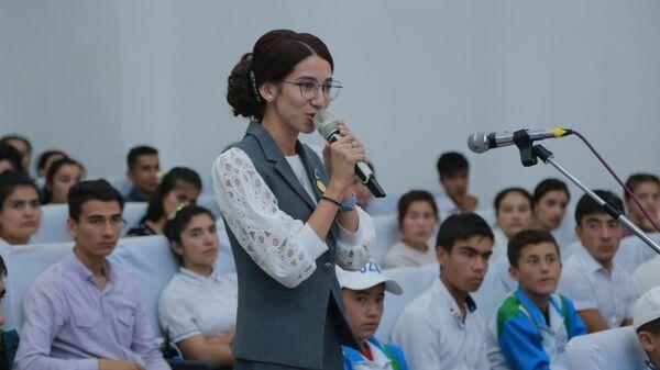 В Бухаре состоялся открытый диалог первого замминистра туризма и спорта с молодежью - Sputnik Узбекистан