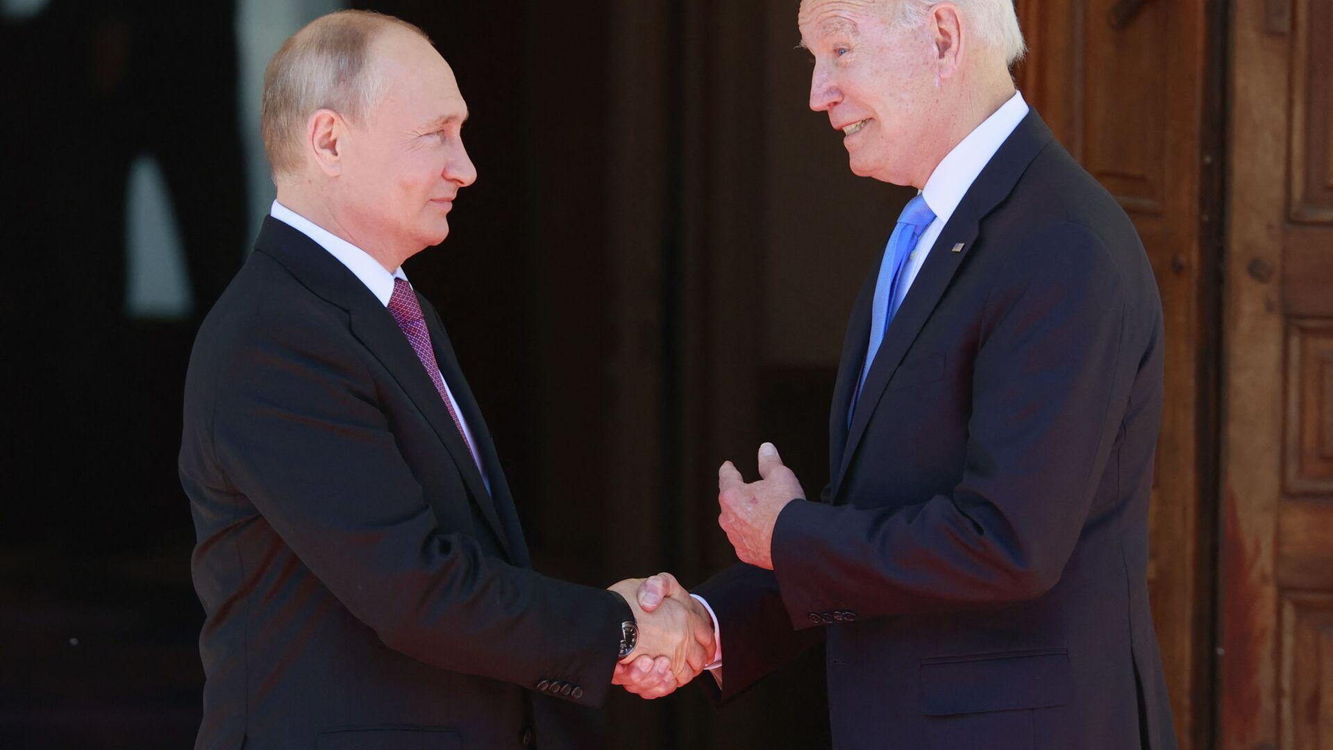 Prezident RF Vladimir Putin i prezident SSHA Djo Bayden vo vremya vstrechi v Jeneve - Sputnik Oʻzbekiston, 1920, 17.07.2021