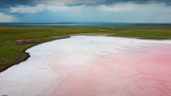 Розовое озеро Кобейтуз – что с ним стало, почему опасно купаться - Sputnik Узбекистан