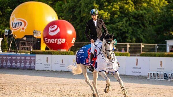 Узбекистанец завоевал три медали на Кубке наций по конному спорту - Sputnik Узбекистан