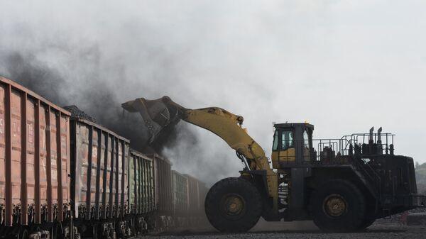 Добыча угля на Бачатском угольном разрезе - Sputnik Узбекистан