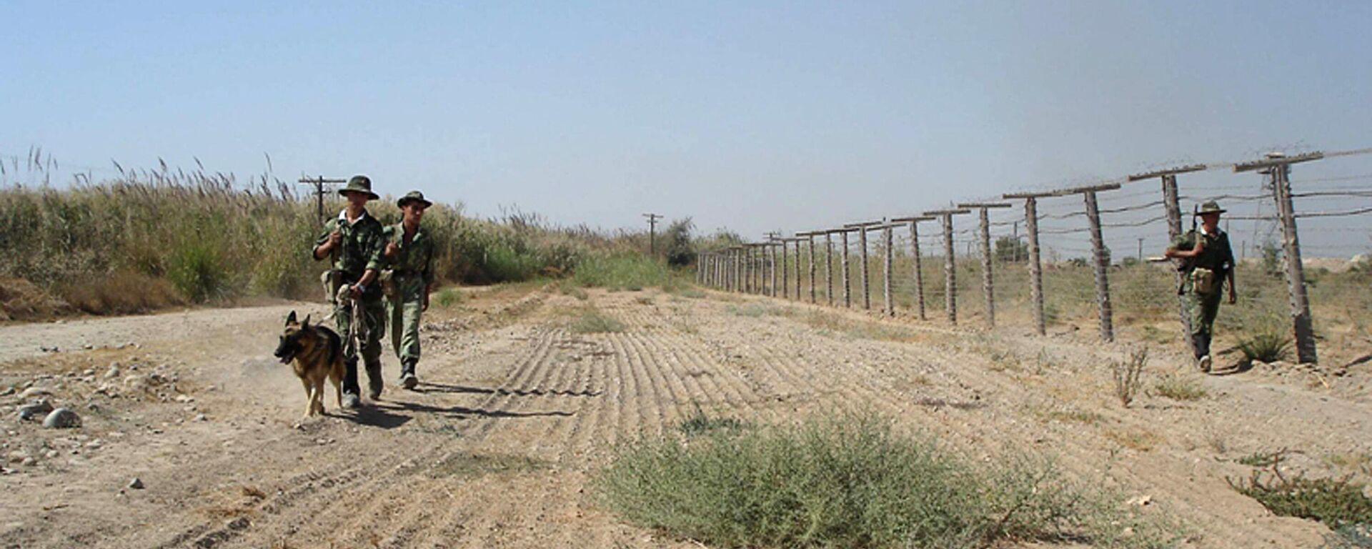 Таджикские пограничники на границе с Афганистаном - Sputnik Ўзбекистон, 1920, 24.06.2021