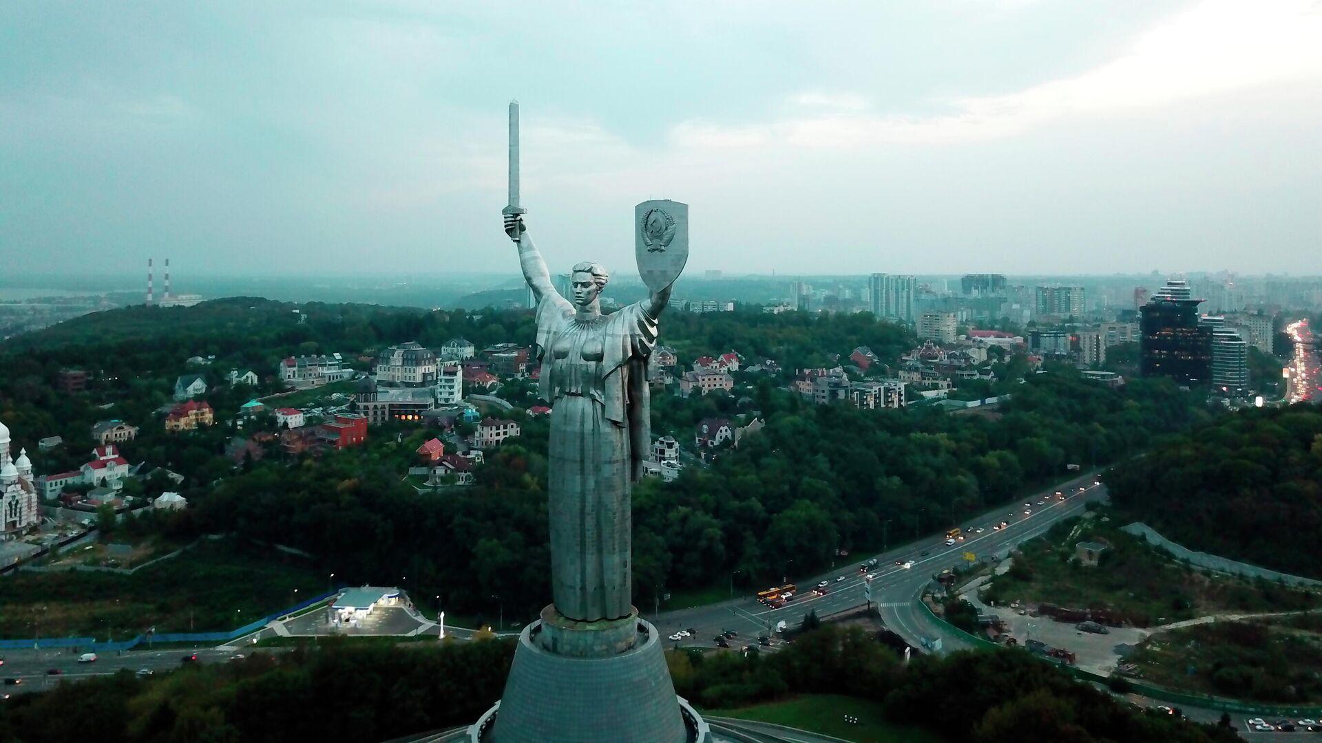 Монумент Родина-мать в Киеве, Украина. Архивное фото - Sputnik Узбекистан, 1920, 29.07.2021