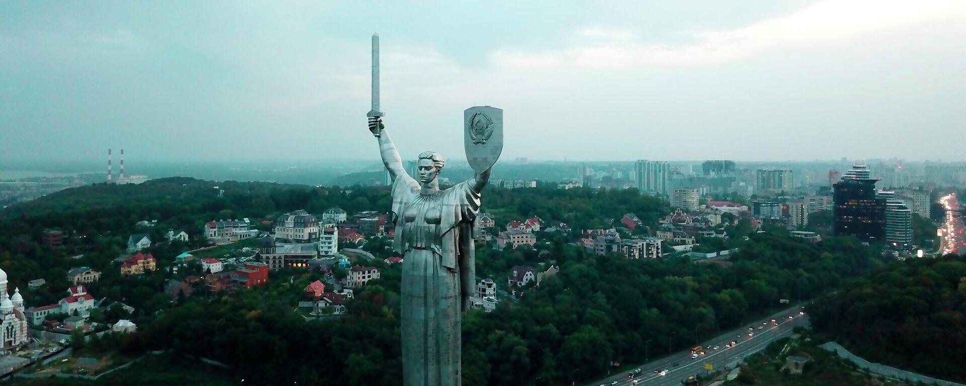Монумент Родина-мать в Киеве, Украина. Архивное фото - Sputnik Узбекистан, 1920, 25.06.2021