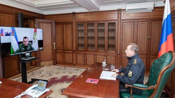 DIREKTOR ROSGVARDII VIKTOR ZOLOTOV PROVEL RABOCHUYU VSTRECHU S KOMANDUYUЩIM NATSIONALNOY GVARDIYEY UZBEKISTANA RUSTAMOM DJURAYEVЫM - Sputnik Oʻzbekiston