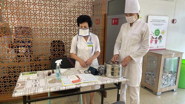 В торговых точках Ташкента стартовала вакцинация населения - Sputnik Узбекистан
