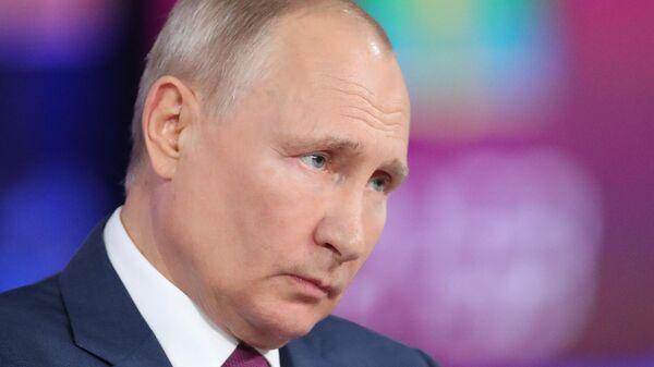 Translyatsiya pryamoy linii s prezidentom RF V. Putinыm - Sputnik Oʻzbekiston