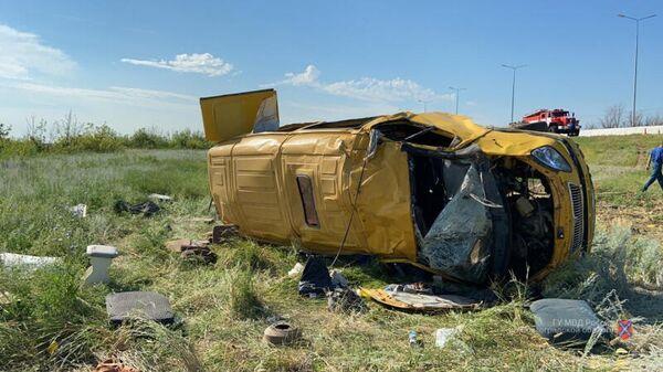 Под Волгоградом перевернулся микроавтобус с гражданами Узбекистана - Sputnik Узбекистан