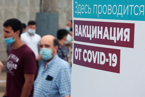 Vaktsinatsiya migrantov ot COVID-19 na territorii TTS Sadovod - Sputnik Oʻzbekiston